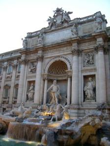 La Fontana di Trevi al anochecer...