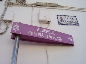 Señalización al albergue de la Vía de la Plata, Camino de Santiago
