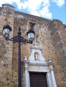 Fachada principal de la Parroquia de Sta. Lucía