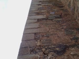 Piedra con la inscripción del inicio de su construcción