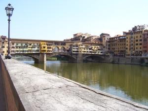 Vista del Ponte Vecchio desde el río Arno