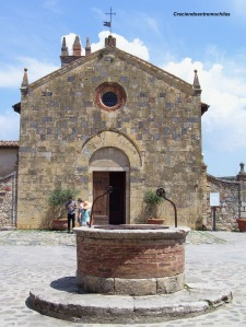 Fachada de la iglesia de Monteriggioni