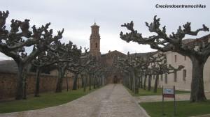 Vista general de la entrada al monasterio