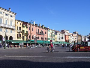 Panorámica de la Piazza Bra, en Verona (octubre de 2.011)
