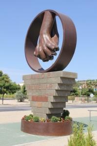 Escultura de Lorenzo Quinn en Almenar