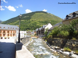 El río Garona a su paso por Vielha