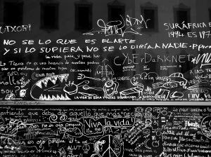 Pura creatividad en los alrededores del MACBA (Barcelona, en febrero de 2005)